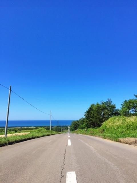 オホーツク海に続く道.JPG